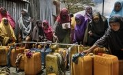 Women gather around water distribution taps in Refugee Camp located in the Afgoye corridor. Photo: Marco Gualazzini / Concern Worldwide.