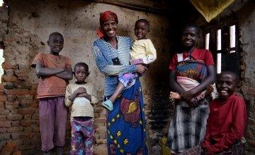 Violette Bukeyeneza and her children Alain (11), Idrissa (7), Rachid (5), Amida (13), and Seraphine (10) in their dilapidated house. Photo: Darren Vaughan/Concern Worldwide.