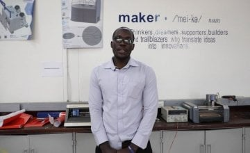 Elvis Ogweno, Biomedical engineer at the Maker Space, explaining why the team have developed an incubator design.