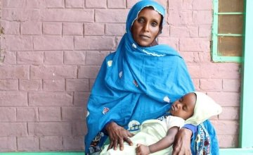 Hamida attends a nutrition training in West Kordofan with her son Alaa.