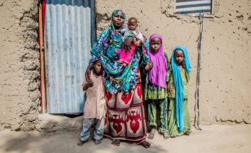 Nayla Abba Yasine with her four children from Tchoukoutalia in the Lake Chad Basin of Chad. Photo: Gavin Douglas / Concern Worldwide.