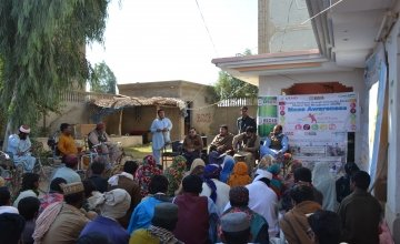 Muhammad Rafiq Mengal addresses his community about the Disaster Risk Management programme. Photo: Niaz Ahmed/Concern Worldwide.