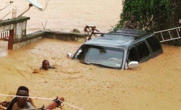 People trapped in heavy floods in Freetown, Sierra Leone in August 2017.