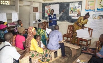 [Alt: A School Management Committee (SMC) training session led by Concern partners Pikin To Pikin in Tonkolili District, Sierra Leone. Photograph taken in June 2015 by: Michael Duff/Concern Worldwide.