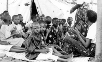 Children at the Runda transition camp in Rwanda. Photo: Concern Worldwide (1997)