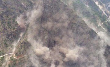 Dust flies during a second earthquake in Nepal as seen from a helicopter heading towards the Everest region. Credit: @DoctorsForNepal