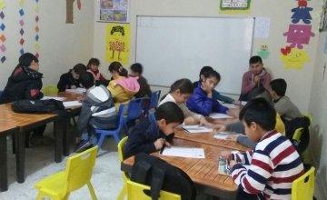 Syrian children being taught at an education support centre supported by Concern in southeast Turkey. Photo: Gökkuşağı Derneği.
