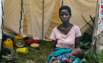 Pascua Manuel Alfonete with her infant daughter, Ana, at a displacement camp in Central Mozambique. Photo: Kieran McConville/Concern Worldwide.