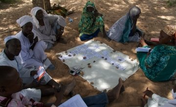 Men and women make up the Tcharow Comite Communautaire d'Action (Community Action Committee) in Tcharow, Goz Beida, Sila Region, Chad. Photo: Dom Hunt / Chad / 2014