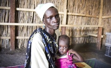 Nyalam Lleu and her one-year-old daughter, Nyatima Gathuoth, visit the Concern Worldwide nutrition center in Bentiu. Photo: Concern Worldwide.