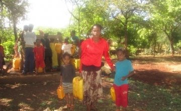 Filma Mekonen with her children, Warka Genet village, Abela Sippa kebele, Filema lives 150 Meters from one of the water points constructed by this emergency WASH project Photo: Megan Stirling, Concern Worldwide.