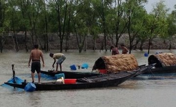 Fishermen working in the Sundarbans. This region of Bangladesh has been vulnerable to the impacts of climate change. Photo: Concern Worldwide.