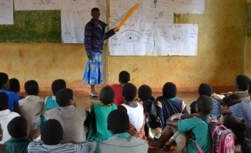 Mercy Mwadula teaching a science lesson as her learners attentively listen. Photo: Concern Worldwide.