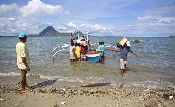 Concern Worldwide's emergency relief operation to victims of Typhoon Yolanda (Haiyan) in Igbon Bananguy, Philippines, 2013. Photo: Steve de Neef.