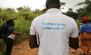 A programme staff member in Sierra Leone promoting gender equality. Photo: Jennifer Nolan / Concern Worldwide.