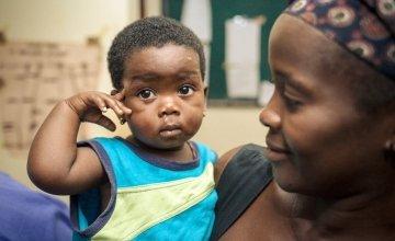 Memuniatu Kamara with her young child at the Allen Town PHU in Freetown, Sierra Leone. Photo taken by Michael Duff / Concern Worldwide.