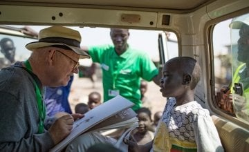 Brian Maguire drawing one of the children living in Bentiu, POC, South Sudan. Photo: Steve de Neef / Concern Worldwide.