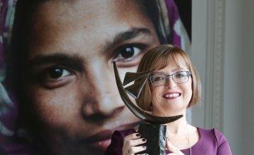 Microsoft Ireland Managing Director Cathriona Hallahan with her award. Photo: Leon Farrell / Photocall Ireland