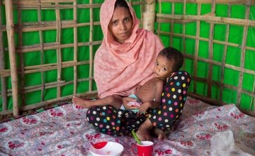 Layru (25) and Hala (two years old) at Concern Worldwide's nutrition support centre at Hakim Para camp in Cox's Bazar, Bangladesh. Photo: Kieran McConville/Concern Worldwide.