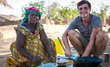 TV cook and writer Donal Skehan with Concern benficiary Fishani Nyirenda, Malengachanzi District, Malawi. Photo: Concern Worldwide.