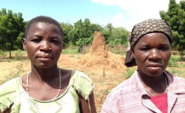 Mary Nsona and Agatha Blam from Jimu village in Nsanje District, Southern Malawi. Photo by Caoimhe Debarra/Concern Worldwide.