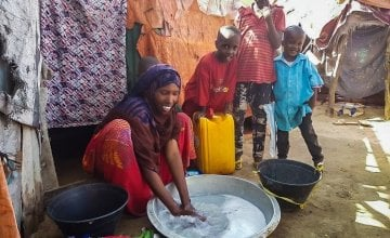 Maryam and her family washing clothes in a camp for IDPs in Somalia. Photo: Ifrah Abdi Hussein / Concern Worldwide.