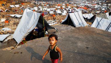 A Rohingya refugee child in a refugee camp.