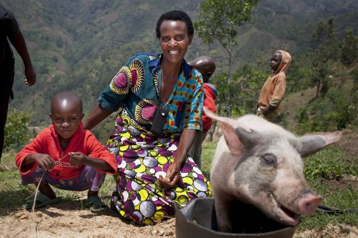 Violette Bukeyeneza (45) with her pig at her home in Bukinanyana, Cibitoke, Burundi. Photo: Abbie Trayler-Smith / Concern Worldwide.