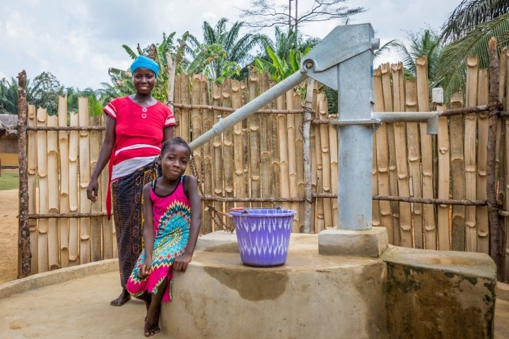 Irene with her daughter Lucy (8) at their village well. Photo: Gavin Douglas/Concern Worldwide.