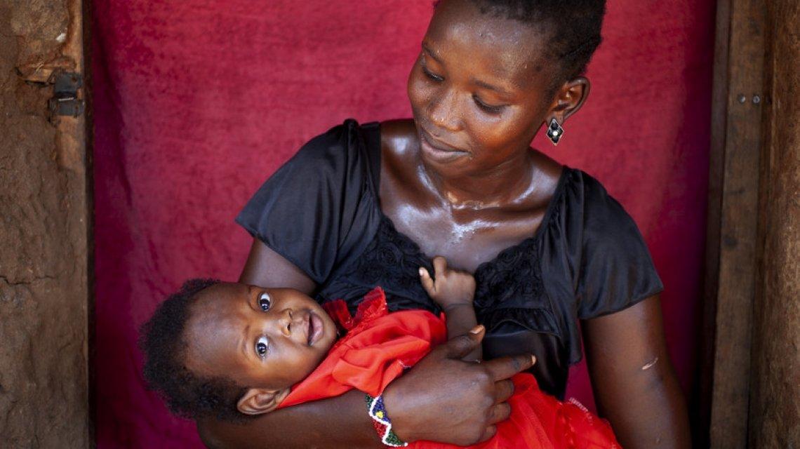 Mary* with nine month old niece, Yasmiin*. Photo: Abbie Trayler-Smith / Concern Worldwide.
