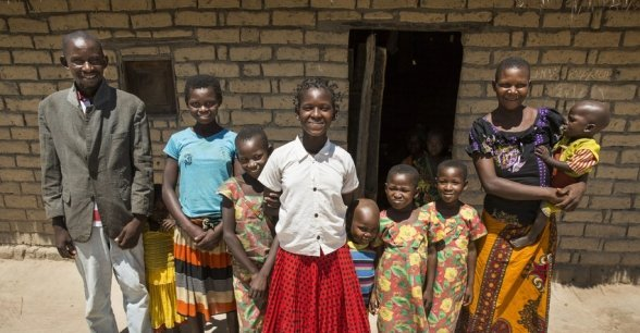 15 year old Liliana Mwenza wa llunga and her family in in her village, Mulombwa, DRC. Photo: Concern Worldwide.