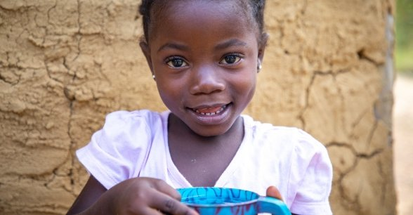 Tina (5) of Toe Town, holding a cup of water. Photo: Gavin Douglas/Concern Worldwide.
