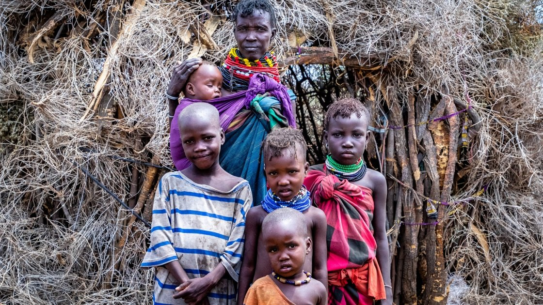 Atiir Kataboi with five of her seven children, Amoni, Ekalale, Arot, Imzee and Ebei. Her two youngest, Amoni and Ebei are both malnourished.Photo: Gavin Douglas / Concern Worldwide.