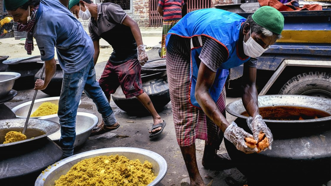 Volunteers of Bidyanondo are packing food supplies to ensure twenty thousand people's food every day during lockdown in Dhaka, Bangladesh, 2020. Photo: Mohammad Rakibul Hasan / Concern Worldwide.