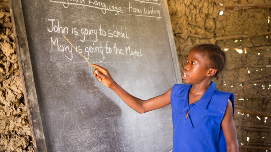 A pupil at SLMB Masaba Primary School, Kunike Barina Chiefdom in Tonkolili, Sierra Leone, engages in a literacy class, 2014. Photo: Michael Duff / Concern Worldwide.
