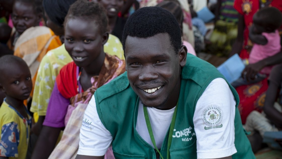 Simon is pictured leading an educational session at a Concern Worldwide Nutrition clinic in a rural area of Aweil, South Sudan. Photo: Abbie Trayler-Smith / Concern Worldwide.