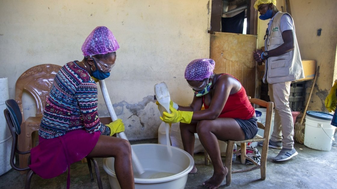In Port-au-Prince, communities are learning how to make soap themselves. Photo: Dieu Nalio Chery