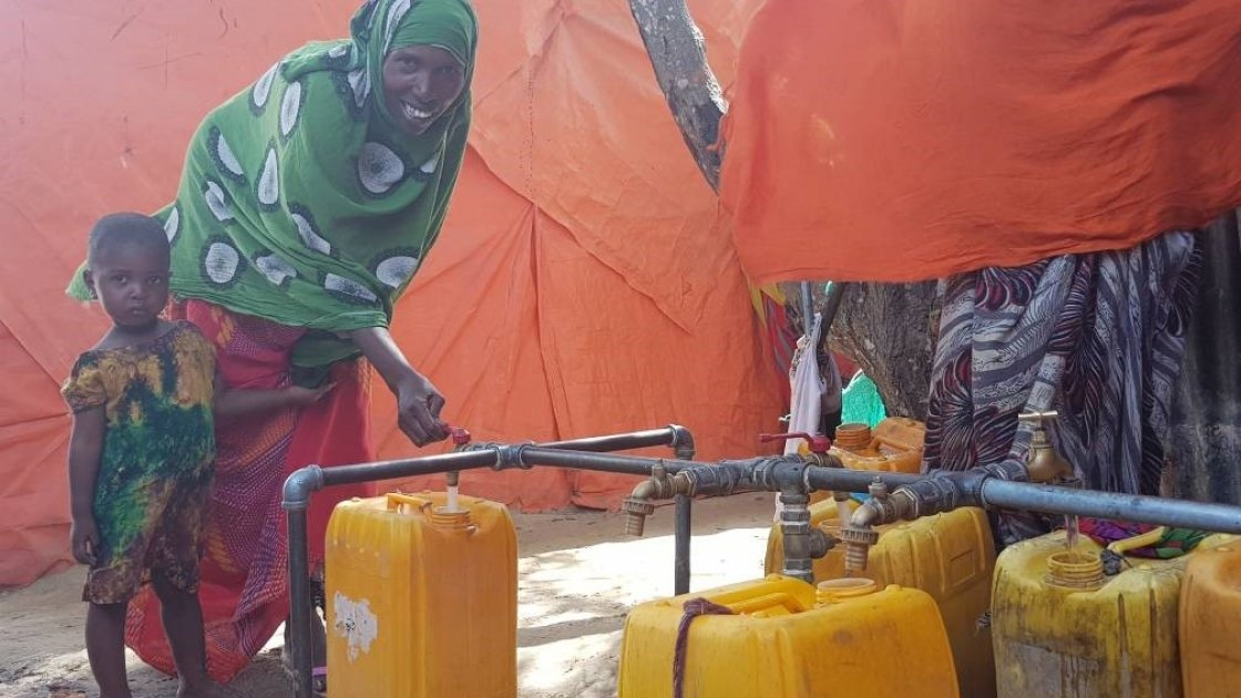 Maryam fetching water near her house within the camp. Photo: Ifrah Abdi Hussein / Concern Worldwide