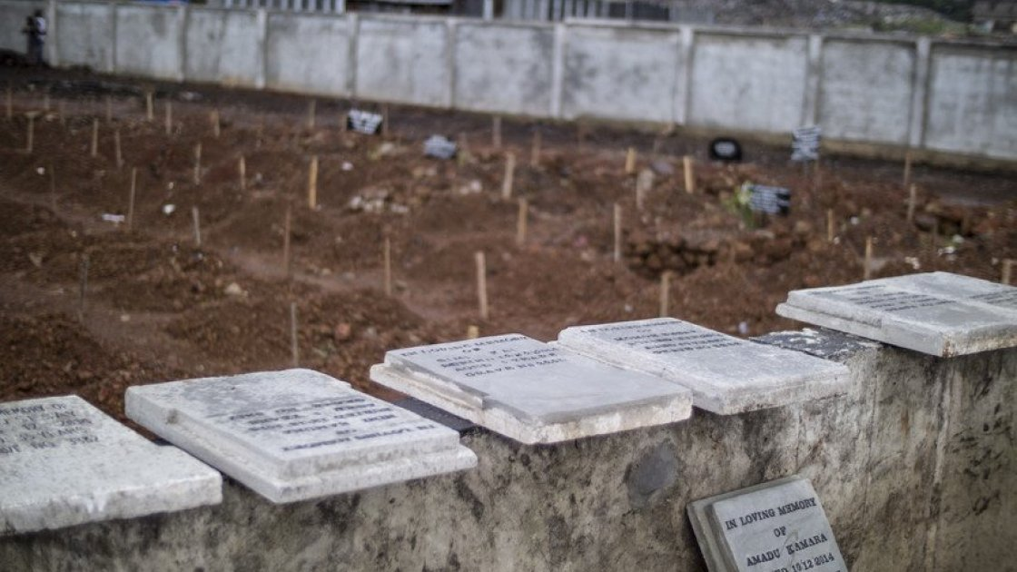 Kingtom cemetery in Freetown was the main cemetery used for burials during the height of the Ebola crisis, with up to 80 burials a day. Concern Worldwide manages the cemetery and has been working to erect permanent grave markers on many of the plots. Photo taken by Kieran McConville / Concern Worldwide.