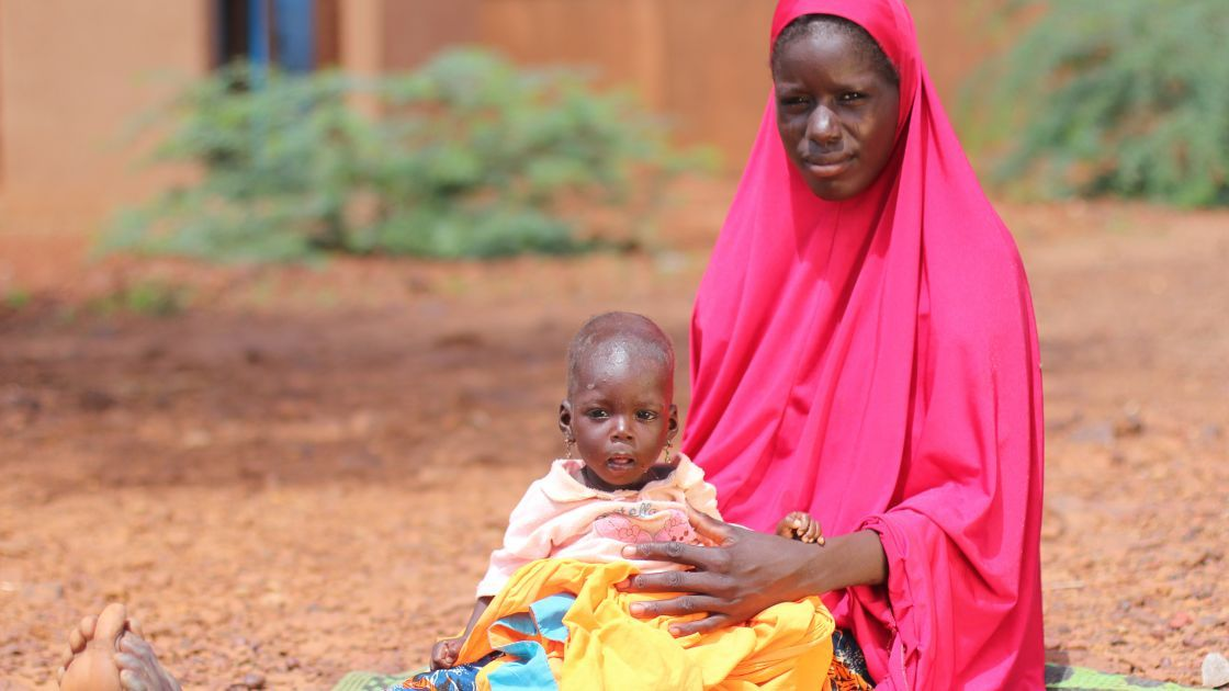 Nadiya Imbrahima (18) and seven month old daughter Loubaba at the Concern Worldwide supported Mogheur Health Centre, Niger. Photo: Jennifer Nolan/Concern Worldwide.