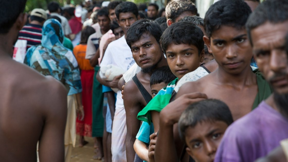 Rohingyas from Myanmar queue at a distribution site at Hakim Para in Cox's Bazar. Photo: Kieran McConville/Concern Worldwide.