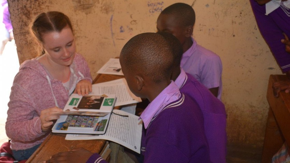 Aisling Burns from St. Killian's German school chats to 5th class students in MM Chandria school about the Concern debates. Photo: Francis Mwangi/Concern Worldwide.
