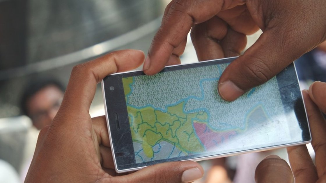 Apps are used within the community resilience programme to help beneficiaries log issues, prepare for adverse weather conditions and keep up-to-date with early warning messages in Khulna, Bangladesh Photo: Hee Young Park /Concern Worldwide, December 2016.