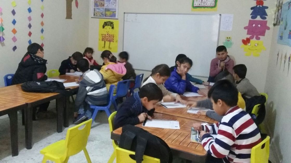 Syrian children being taught at an education support centre supported by Concern in southeast Turkey. Photo: Gökkuşağı Derneği.