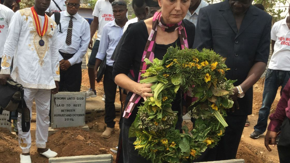 Concern Country Director in Sierra Leone, Fiona Mclysaght, laying a wreath at the handover ceremony at Kingtom cemetary, Freetown in Sierra Leone in February 2016. Photograph taken by: Concern Worldwide.