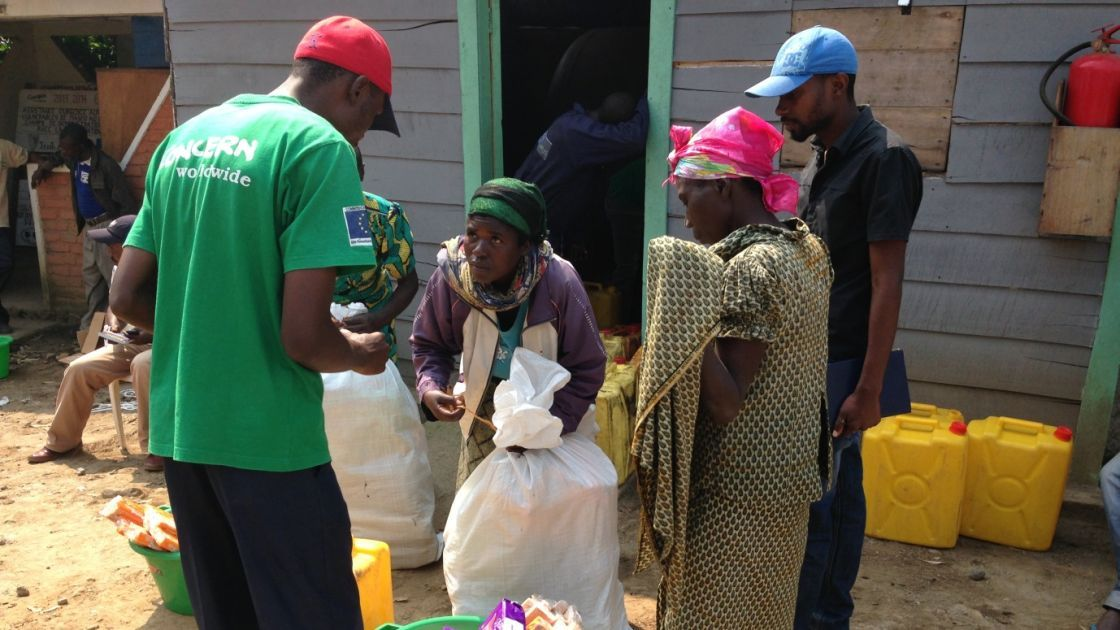 Lumoo Faida, left, receives a relief kit at Concern's base in Masisi, Democratic Republic of Congo. Photo taken by Silvia de Faveri/Concern Worldwide.