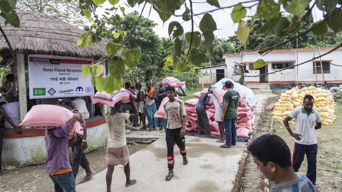 A food distribution for people affected by flooding in Rautahat, Nepal. Photo by: Daniel Coyle / People in Need.