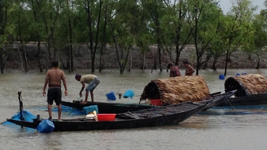 Fishermen in the Sundarbans, Bangladesh. Photo credit: Concern Worldwide.