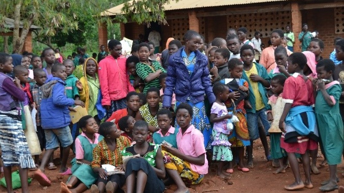 Mercy with her standard 6 learners outside her classroom. Photo: Concern Worldwide.