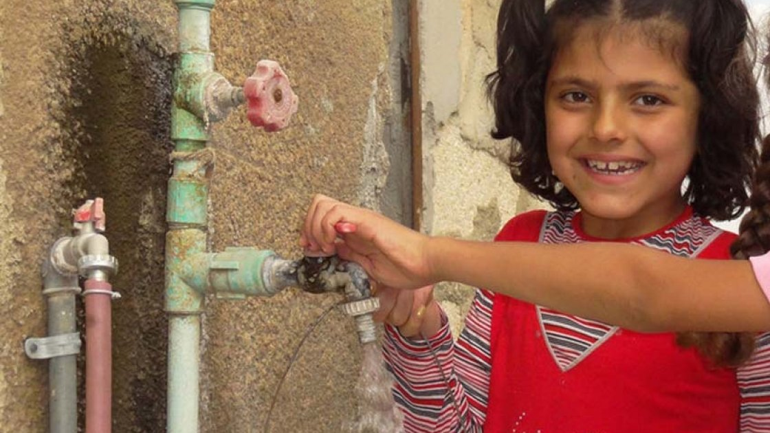 A child collecting clean water from the water pump supplied by Concern Worldwide in Syria. Photo: Concern Worldwide.
